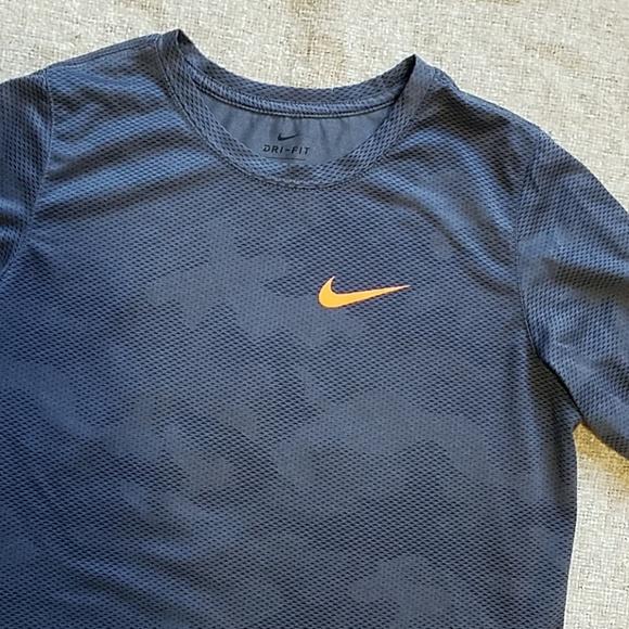 Boy's Nike Gray Camo shirt xL x-Large